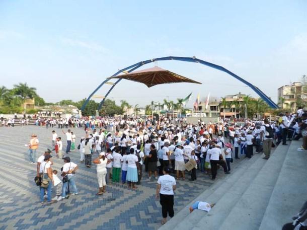 Voluntarios reunidos para dar inicio a la Caravana de la Esperanza en Sincelejo