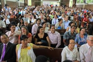 Más de 300 parejas de esposos asistieron al encuentro en la UNAC