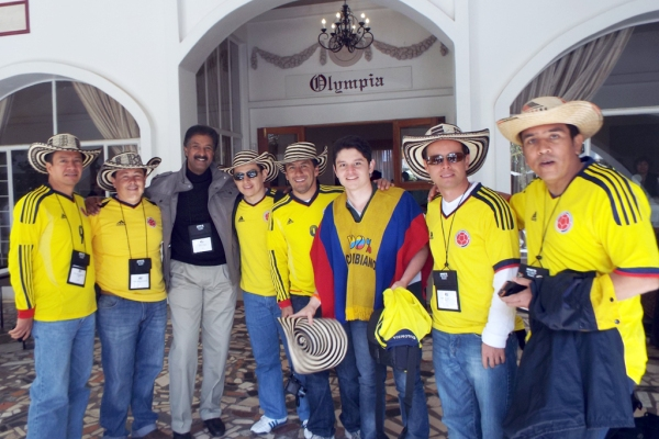 Representantes de Colombia junto al pastor Gilbert Cangy, líder juvenil de la Iglesia Adventista Mundial