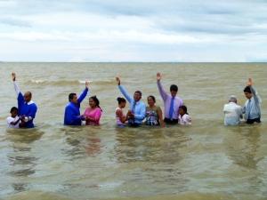 Como fruto del trabajo evangelístico 154 personas fueron bautizadas