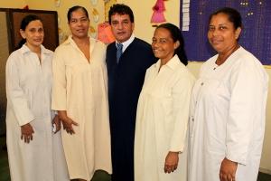 Dumas Clavijo junto a las 4 personas que bautizó en la celebración del Día de la Gran Victoria