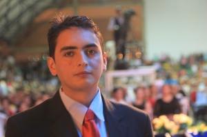 Javier Cote, un exseminarista, se entregó a Jesús durante la última noche del programa. Su testimonio fue uno de los más impactantes