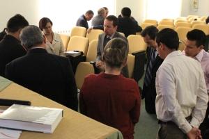 Continuos momentos de oración enmarcaron la reunión en un ambiente espiritual