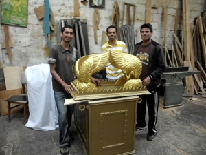 En octubre de 2013 los tres estudiantes iniciaron la fabricación del santuario que duró cerca de un mes