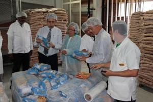 G.T. Ng en visita a la fábrica de alimentos Vitarrico