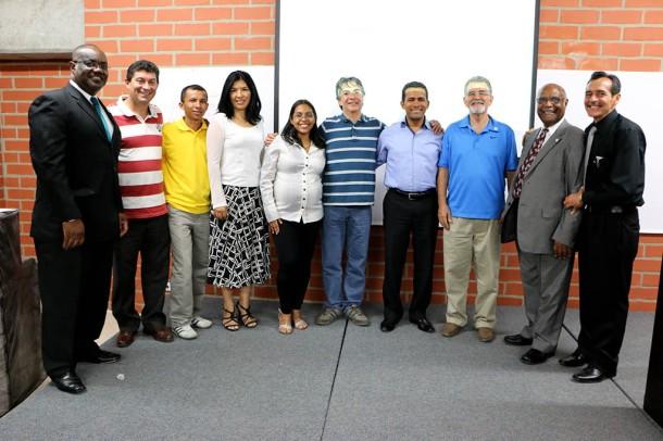Miembros de ASI, capítulo Asociación Centro Occidental junto al doctor Marston Thomas (extremo izq.), y los pastores Ezequiel Rueda y Leon Wellintong (extremo der.)