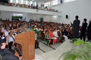 Amigos llenaron la iglesia Sotomayor luego de ser invitados por miembros que oraron por ellos durante 40 días