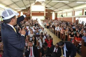 Pastor Walter Ramos habla a la iglesia presente en Congreso de Laicos el pasado 3 de mayo en Medellín