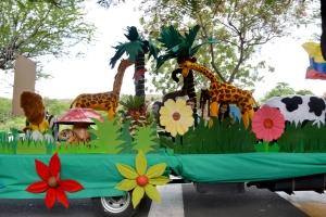 Esta es la carroza que representó el 6º Día de la Creación