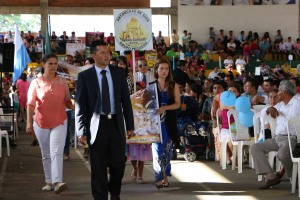 Líderes y amigos de 325 GPs de área metropolitana de Bucaramanga, que desfilaron portando sus estandartes y banderas