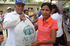 La ayuda humanitaria consistió en la entrega de alimentos no perecederos a 530 familias de la Guajira