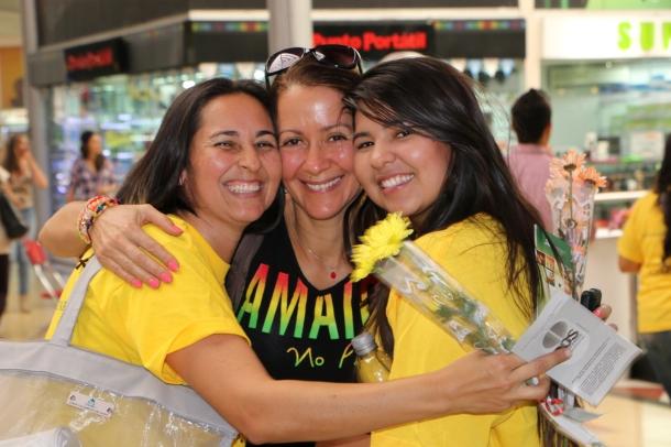 Medellín sonrió el sábado 14 de marzo al recibir abrazos, salud y  bienestar a través de miles de voluntarios adventistas.