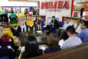 El formato del programa radial Conéctate, es una mesa redonda con invitados que abordan temas de actualidad. El propósito principal: rescatar los valores morales de la sociedad
