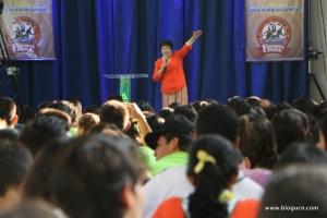 Los acampates atentos a una de las presentaciones de la doctora Erna Alvarado, la mañana del jueves 2 de abril