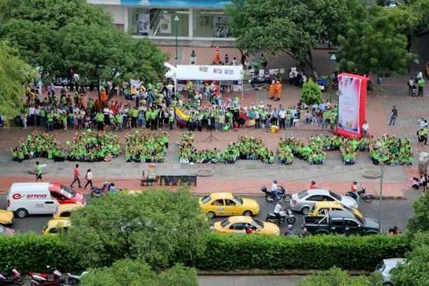 Promotores de Salud forman la palabra ADELANTE, representando las  iniciales de los 8 remedios naturales, el sábado 9 de mayo en Cúcuta
