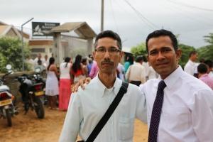 20 años atrás, el profesor Ernesto García y el pastor Walter Ramos estuvieron colportando en Montelíbano y vieron los primeros frutos de la obra misionera en la ciudad