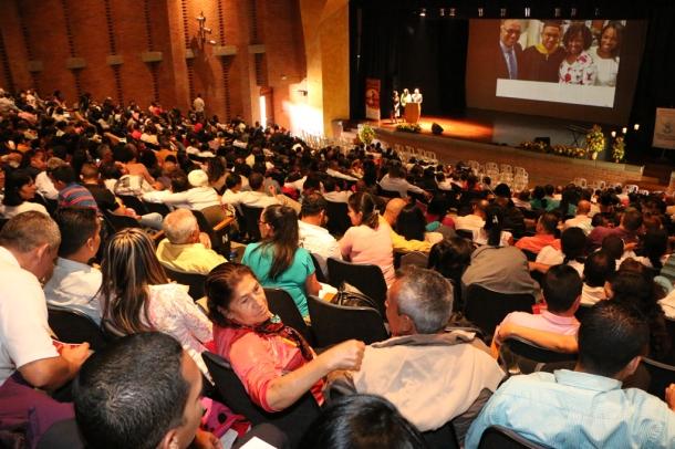 420 parejas de esposos participan en un seminario matrimonial organizado por la Unión Colombiana del Norte el día 30 de mayo