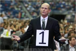 Ted Wilson, presidente de los adventistas, intervino en el debate para pedir unidad