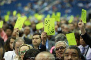 En la primera jornada los delegados optaron por el voto en papel en lugar del electrónico, propuesto por primera vez para esta sesión de la Asamblea Mundial