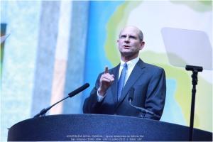 Ted Wilson, es reelegido como presidente de la Iglesia Adventista en Asamblea Mundial en San Antonio, Texas [Foto: Leonidas Guedes]