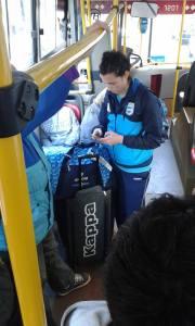 Paula Reggiardo, integrante de la selección argentina femenina de básquet, fue fotografiada en su regreso al país