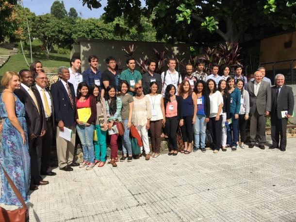 Grupo de estudiantes de piano, maestros,, talleristas invitados y directivos de la UNAC que participan en el VII Festival Nacional de Piano Universitario