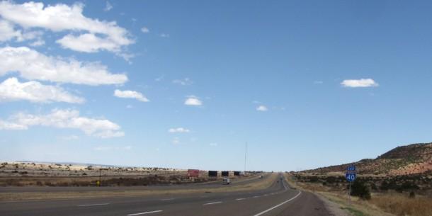 Una vista de la carretera Interestatal 40, en el este del estado de Nuevo México, Estados Unidos.