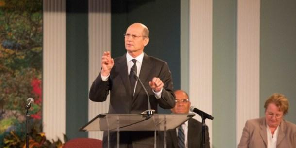 """Pastor Ted Wilson en su sermón del sábado 10 de octubre; en el cual dio a conocer la inicitiva para el próximo quinquenio llamada de """"Participación Total de los Miembros"""""""