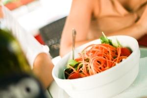 Elena G. de White escribió ampliamente acerca de los beneficios de una dieta basada en productos vegetales, en la segunda mitad del siglo diecinueve, mucho antes del anuncio hecho por la OMS