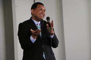El pastor Roberto Herrera, director de mayordomía en la División Interamericana invitó a los líderes a ser verdaderos discípulos de Jesús