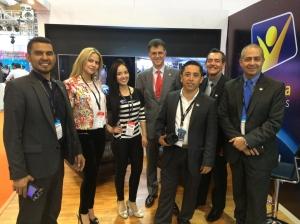 Representantes de Esperanza Colombia Medios junto a Abel Márquez (der), director de comunicación de la División Interamericana