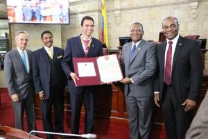 ADRA Colombia recibió la condecoración del Congreso de la República por la destacada labor social que realiza en el país desde hace 25 años