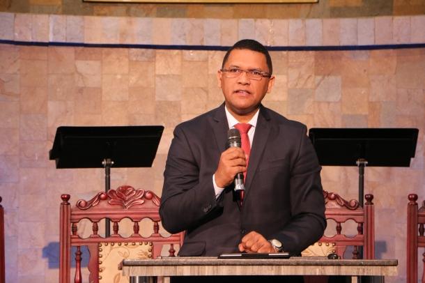 Pastor Roberto Herrera, director de Mayordomía en Interamérica habla a cerca de 200 pastores en la Reunión Ministerial de la Unión Colombiana del norte realizada en Medellín del 25-27 de enero