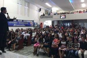 Más de 500 jóvenes en la Iglesia Adventista de El Bosque en Medellín, testifican y agradecen a Dios por la jornada de celebración del GYD16