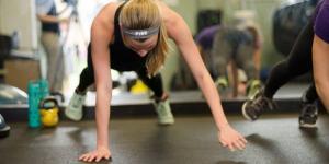 Una estudiante se ejercita en un centro de aptitud física de la Universidad Andrews. [Imagen de Heidi Ramírez/AU]