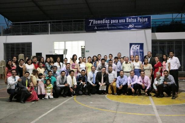 Empresarios, comerciantes, líderes y amigos se mostraron interesados en aprender más sobre finanzas, durante seminario dictado por ASI en Cúcuta [Foto: Alessandro Simoes]