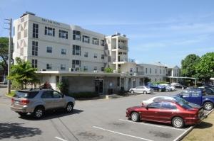 El Hospital Andrews Memorial es uno de los seis hospitales adventistas que participarán del proyecto de Health City de las Islas Caimán. [Imagen de Nigel Coke/DIA]