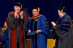 Imagen, captura de transmisión en vivo de la graduación 2016 de Andrews University