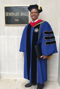 Pastor Edgar Redondo, presidente  de la UCN, el día de su graduación como doctor en Ministerio [Foto: Archivo particular]