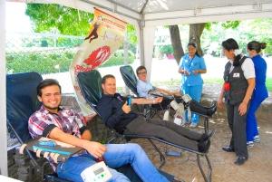 Pastor Mauricio Buitrago, líder de PCM en la Unión Colombiana del Norte, y algunos jóvenes universitarios participaron en una jornada de donación de sangre realizada durante el retiro