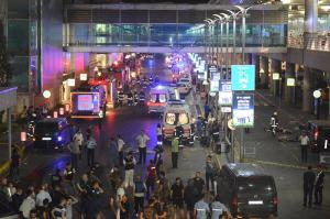 El presentador del programa radial argentino Una Luz en el Camino llegó a Estambúl la noche más oscura que se vivió en el aeropuerto internacional Atatürk.