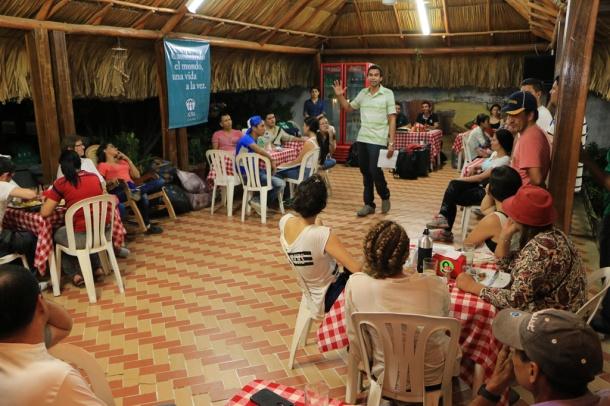 En Uribia, Guajira, ya se encuentran 70 voluntarios provenientes de toda Colombia para participar en la entrega de la ayuda humanitaria a 12 mil personas de la comunidad Wayuu [Foto: Alessandro Simoes]
