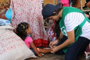 1000 prendas de ropa y 200 pares de zapatos fueron donados a niños y madres en Kamushiwo [Foto: Shirley Rueda]