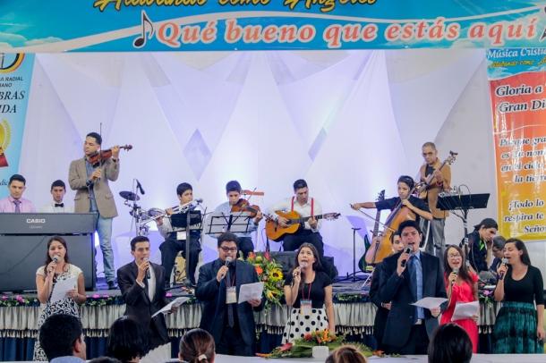 La adoración a Dios fue el foco del 1er Festival de Música Cristiana que se realizó en Bucaramanga en el mes de junio [Foto: Carlos Vásquez]