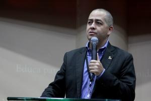 Abel Márquez, director de Comunicación en la División Interamericana comparte el devocional del día 20, en el Simposio AWR 2016