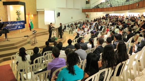 El seminario contó con la presencia de empresarios, profesionales y estudiantes interesados en el buen manejo de las finanzas [Foto: Shirley Rueda]