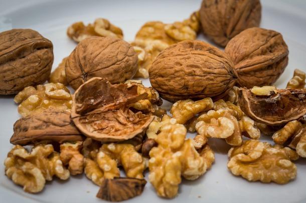 walnut-2816935_1280